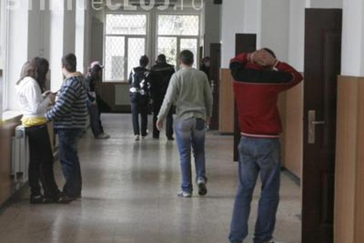 5.000 de elevi primesc alocatiile cu intarziere