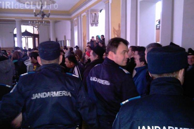 Rromii acuzati ca si-au cumparat permise de conducere din Ungaria sunt audiati la Tribunal - Galerie FOTO