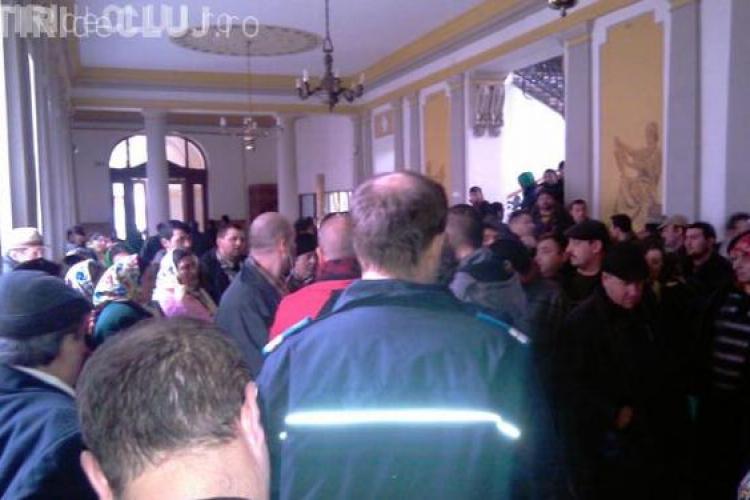 Cei 17 rromi acuzati ca si-au cumparat permise de conducere din Ungaria, arestati pe 29 de zile de Tribunalul Cluj