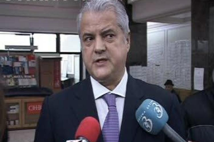 Adrian Nastase si-a anuntat candidatura la conducerea PSD