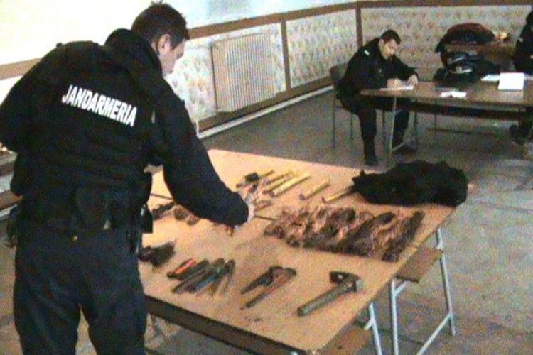 Focuri de arma in statia CFR Cluj, pentru prinderea unor hoti care au furat cablu de cupru