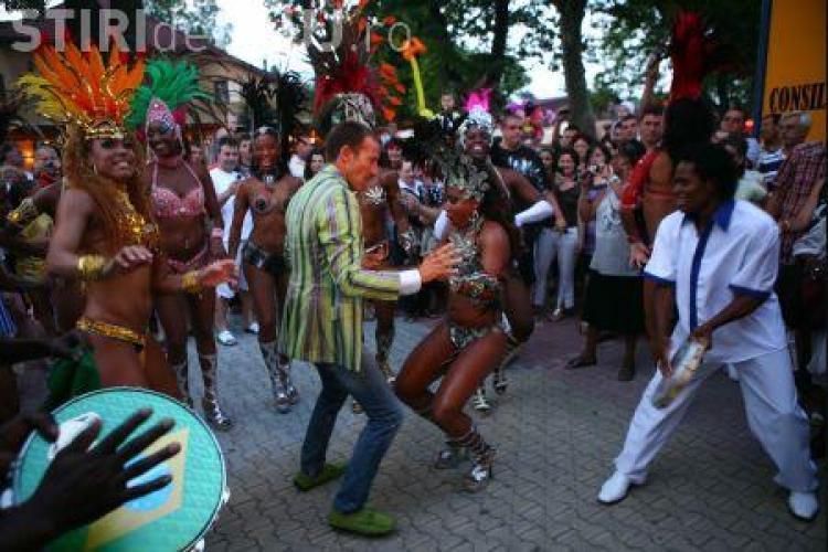 Primarul Mazare fuge de viscolul care a ingropat Constanta, tocmai la carnavalul de la Rio de Janeiro