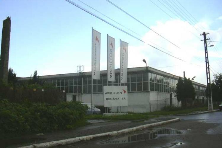Protest la fosta fabrica Ceramica din Turda. Angajatii vor fi trimisi in somaj tehnic si au intrat in greva japoneza