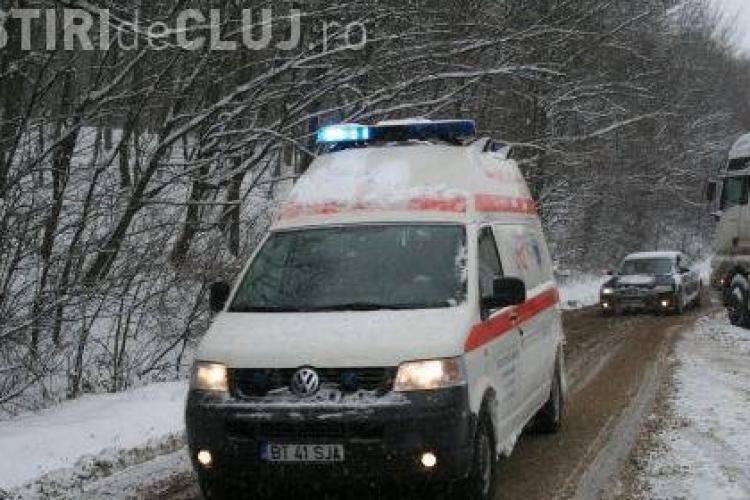 Accident grav in localitatea Poieni, jud Cluj  - o masina a intrat intr-un camion - un mort si trei raniti