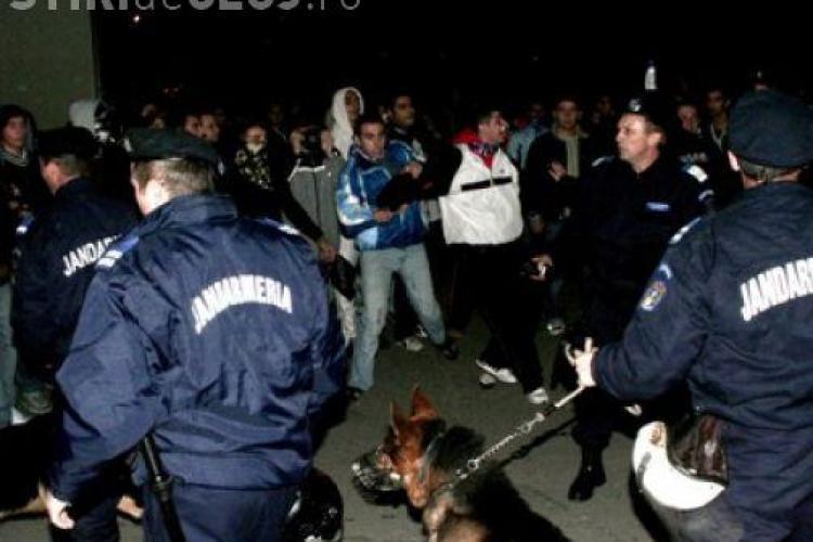 Scandal monstru intre tiganii din Suceagu, Cluj- mai multe case distruse si oameni raniti-VIDEO
