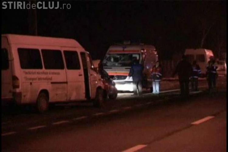 O ambulanta care transporta un pacient la dializa a fost lovita de o dubita in Rascruci