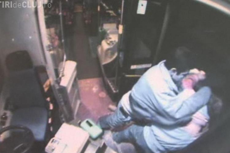 Barbat zdrobit in bataie de soferul unui autobuz care si-a pierdut controlul - VIDEO - Imagini socante