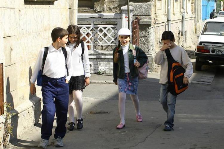 Ministrul Muncii, Mihai Seitan, taie alocatia copiilor care provin din familii instarite