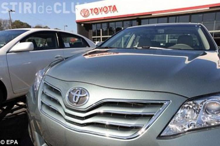 Oficialii americani le cer soferilor sa nu mai conduca masinile marca Toyota