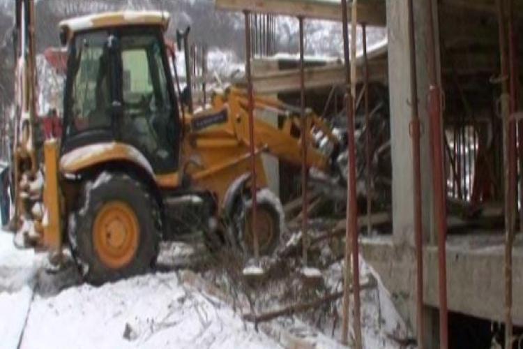 Demolarea blocului de pe Rarau 17 - 19 a fost reluata
