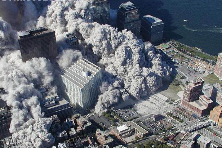 Fotografii in premiera de la prabusirea turnurilor World Trade Center, date publicitatii la 9 ani de la dezastru - Galerie FOTO