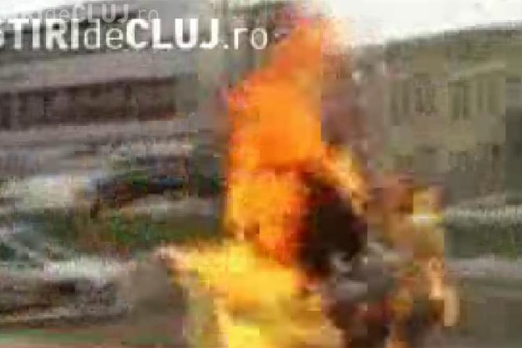 Un turc si-a dat foc intr-o piata publica - VIDEO - Atentie Imagini socante