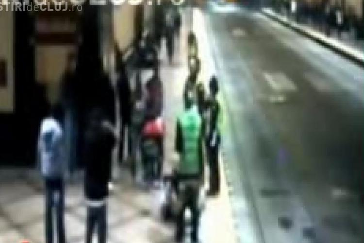 SOCANT - Fata batuta si jefuita in fata a trei agenti de securitate - VIDEO