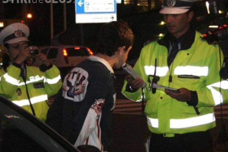 Conducea prin Cluj-Napoca avand o alcoolemie de 0,86 mg/l alcool pur in aer expirat si s-a intalnit cu politistii