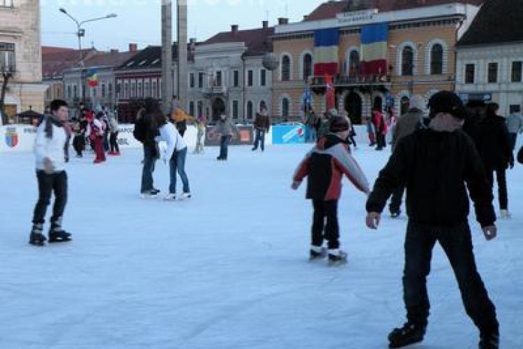 Acces gratuit la patinoar. Clujenii sunt asteptati sambata sa faca miscare in Piata Unirii
