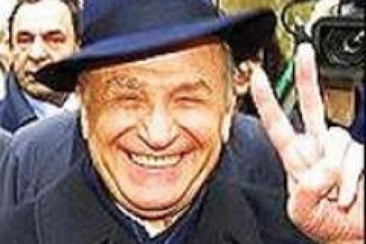 "V. Dancu: ""Iliescu este tratat nu ca o relicva, imi cer scuze, ci ca si sfintele moaste"