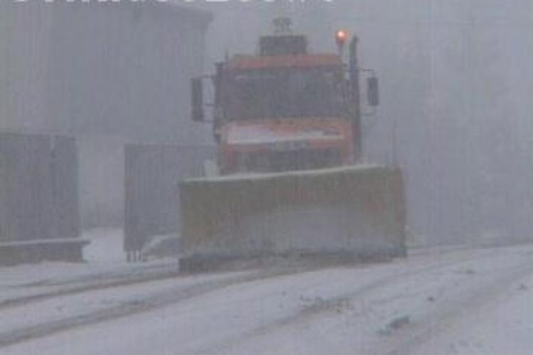 Firmele de deszapezire din Cluj au dormit in post azi-noapte. Zapada a blocat traficul in oras
