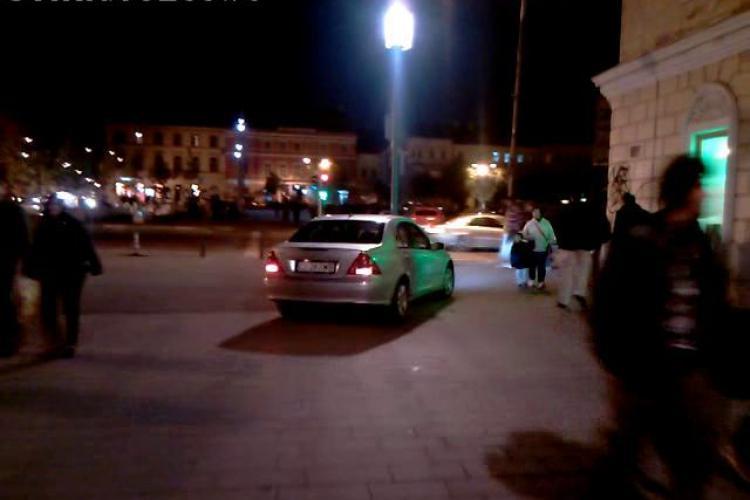 Smecher de Cluj, la plimbare cu Mercedesul pe pietonala de pe Eroilor! - VIDEO si FOTO