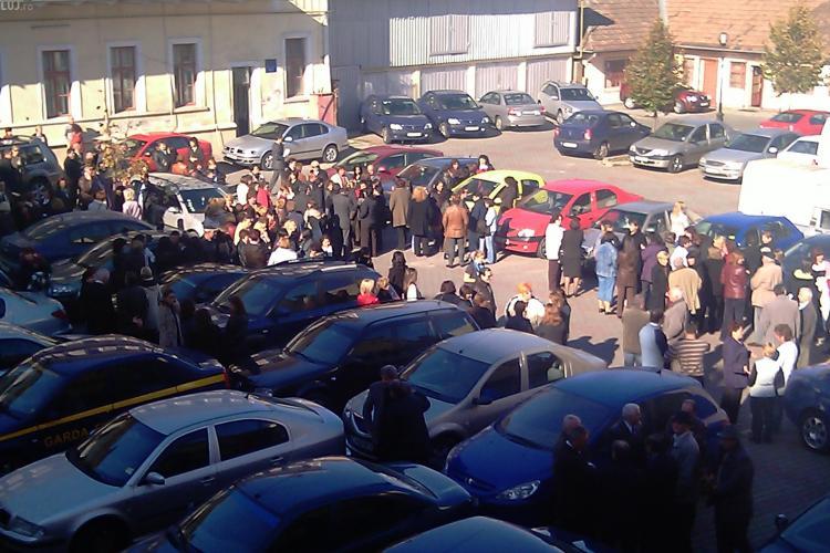 Greva la Finante Cluj! 200 de angajati au iesit in curte si nu vor sa mai lucreze - VIDEO si FOTO