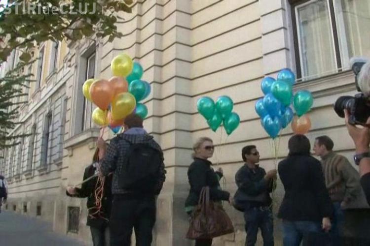 Angela Merkel da peste cap Festivalul organizat la Cluj de homosexuali. Comunitatea Gay a protestat in fata primariei! - VIDEO