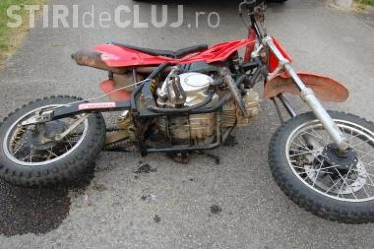 Un tanar motociclist, fara permis, a fost accidentat grav in Cluj
