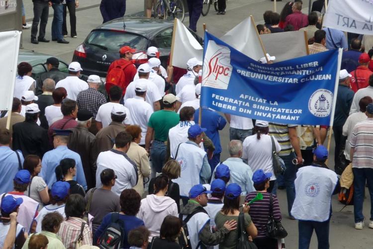 Profesorii din Cluj se intalnesc la 12.00 si planuiesc un protest!