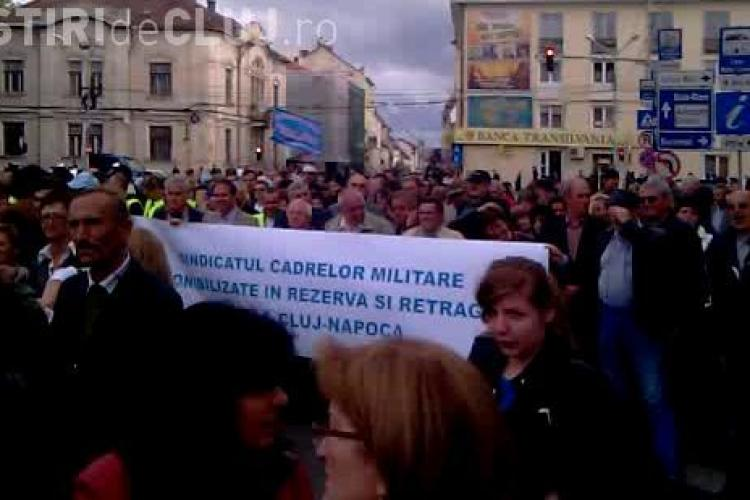 Politistii si militarii in rezerva din Cluj au obtinut suspendarea recalcularii pensilor