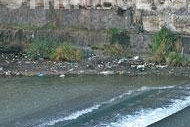 Raul Somes a iesit peste faleza in zona podului Garibaldi