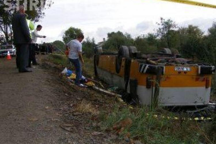 Accident la Tulcea cu patru morti si 57 de raniti! Un autobuz s-a rasturnat de pe un dig