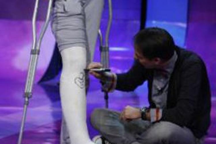 Bianca Dragusanu si-a rupt piciorul, dupa ce a calcat intr-o gura de canal - FOTO