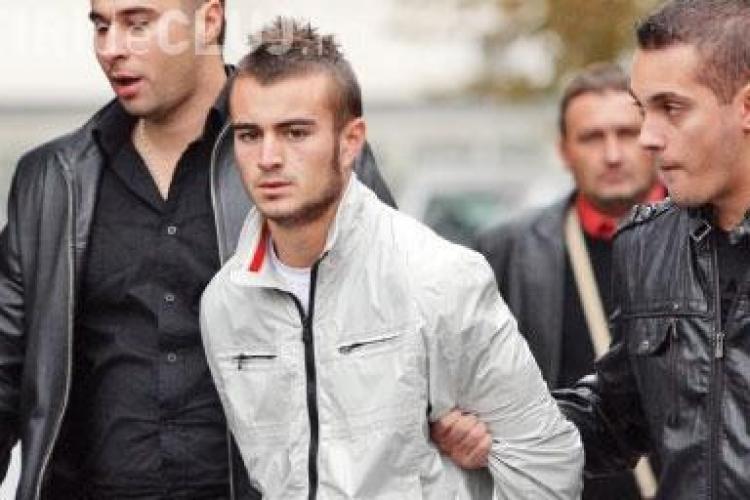 """Ucigasul elevului din Craiova: """"L-am omorat! Zece ani pentru un prost!"""". Ce pedeapsa credeti ca merita criminalul?"""