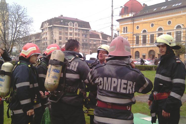 Incendiu in Piata Avram Iancu! Un punct de transformare electrica a luat foc si centrul orasului a ramas fara curent - FOTO si VIDEO