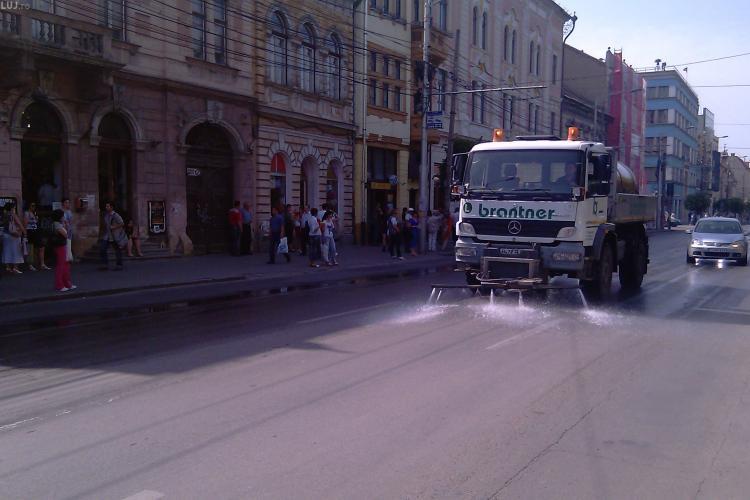 Primaria Cluj Napoca a platit 255.000 de lei, in 2010, pentru stropirea strazilor cu apa