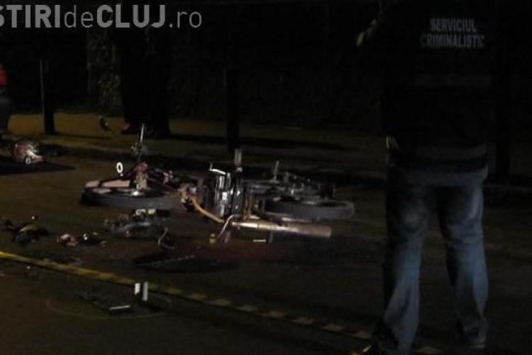 Un scuter pe care erau doua persoane a fost lovit de un autoturism in Gherla - VIDEO