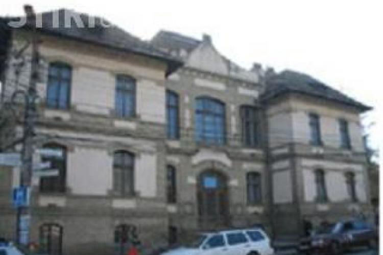 Tentativa de sinucidere la Clinica de Psihiatrie din Cluj! Un pacient s-a aruncat pe geamul de la baie