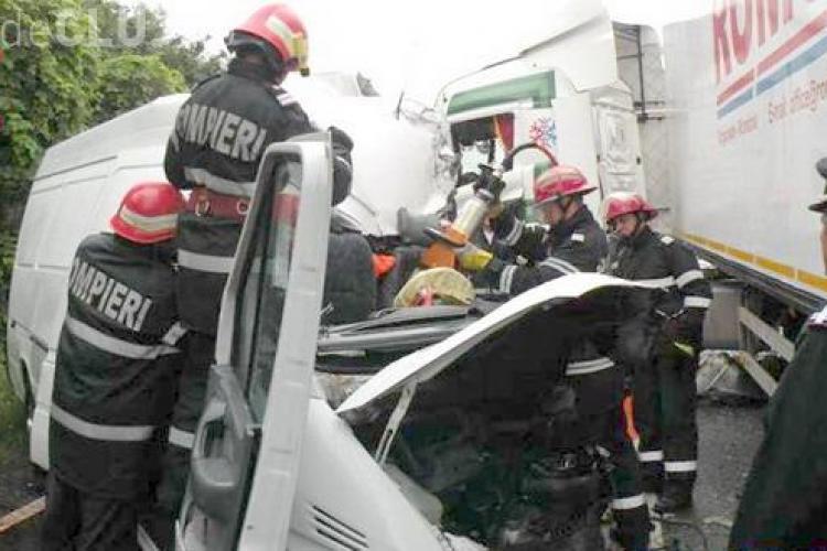 Clujean mort într-un accident rutier! A intrat într-un TIR în timp ce făcea o depășire VIDEO