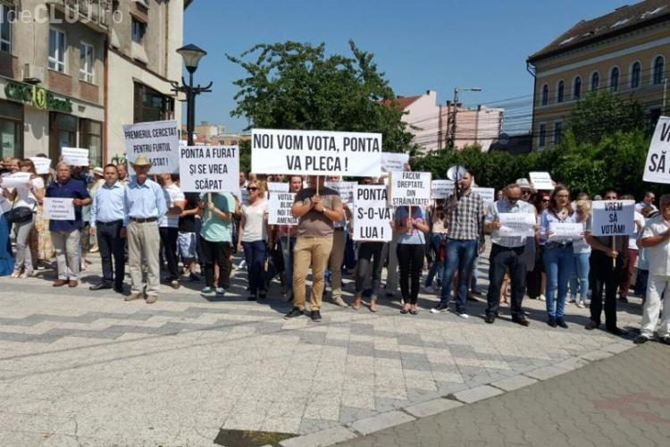 PNL Cluj a ieșit în stradă. Se cere desimia lui Ponta - FOTO