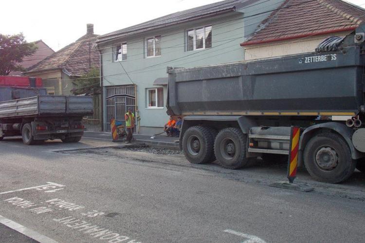 Cum se sparge o stradă în Cluj, la mai puțin de un an de la reabilitarea sa FOTO
