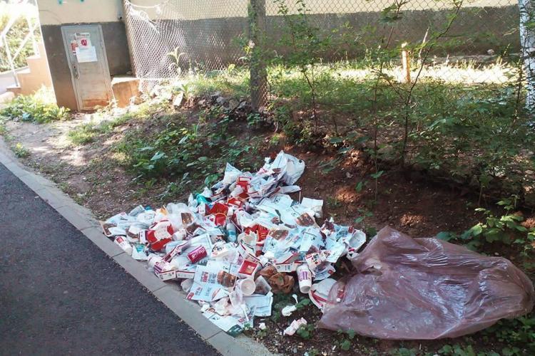 McDonald's Mănăștur își aruncă gunoaiele cu NESIMȚIRE - FOTO