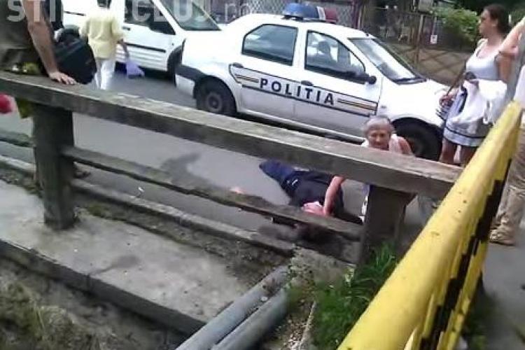 """Bărbat leșinat la Cluj, lângă un spital: """"Poți sa MORI cu Ambulanța lângă tine!"""" - VIDEO REVOLTĂTOR"""