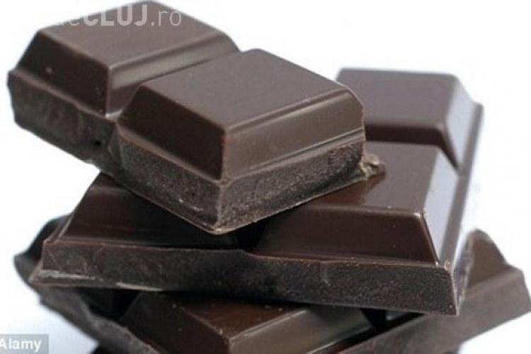 Îngrașă sau nu ciocolata neagra?