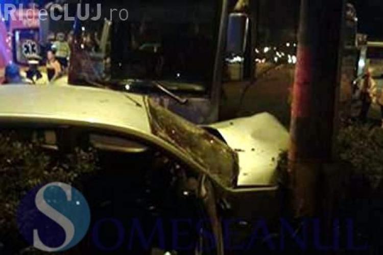 Microbuz plin cu pasageri, implicat într-un accident la Cluj. A fost cauzat de un șofer inconștient - VIDEO