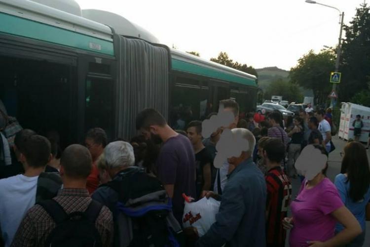 Neag a spus că nu e aglomerație la autobuzele din Florești. Oamenii îi arată contrariul - FOTO