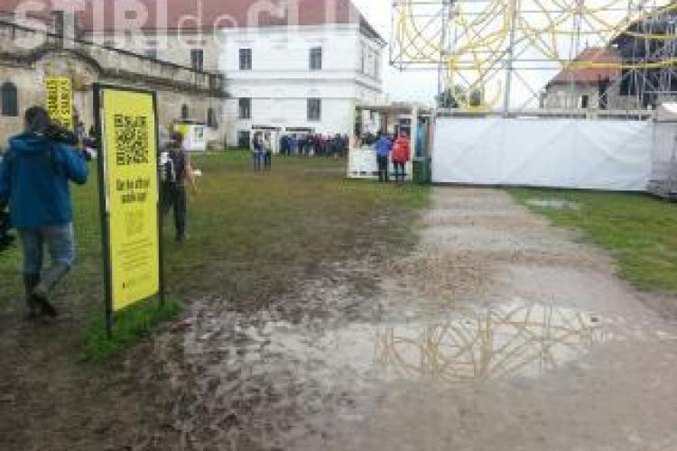 Participanții Electric Castle vor sta și azi în ploaie. Ce anunță meteorologii