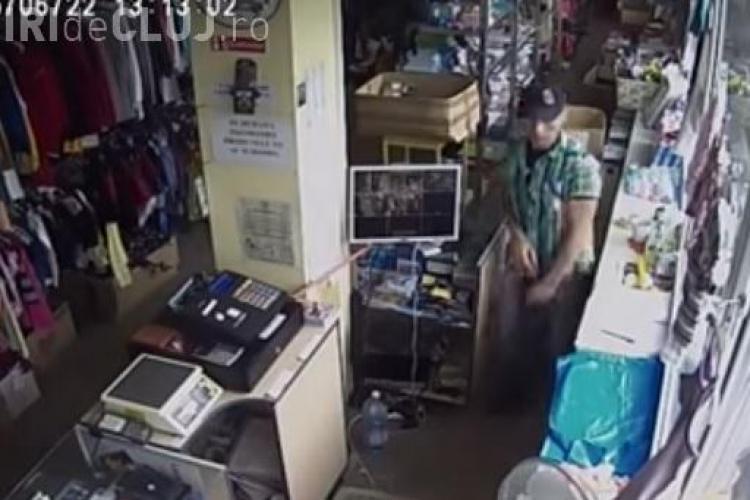 Hoț în acțiune la un magazin din Cluj-Napoca. Cum a furat telefoanele mobile și un portofel - VIDEO - Cine îl recunoaște?