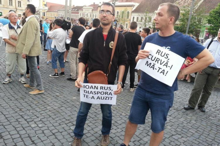 Aproape 1000 de clujeni au PROTESTAT împotriva lui PONTA. FOTO cu cel mai TARE mesaj