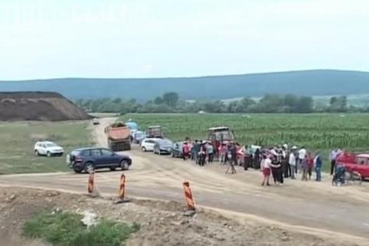 Oamenii au blocat lucrările la autostrada Sebeș-Turda. Care este MOTIVUL REVOLTEI - VIDEO