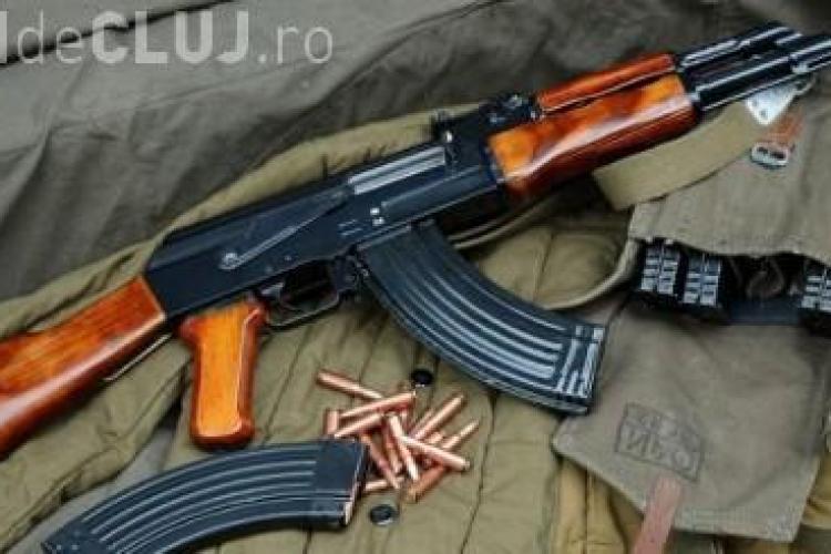 Un militar din Dej a furat o mitralieră de la unitate. Un cioban l-a văzut și a sunat repede la Poliție