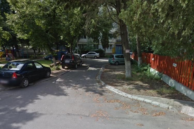 Război pe parcări în Cluj! Îl amenință pe un șofer, deși locurile de parcare nu sunt ale lor - FOTO