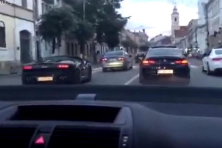 Un bolid ULTRA sport merge pe contrasens în centrul Clujului, pe banda de autobuz - VIDEO